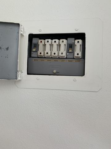 electrical_8e21c585-67de-4a3b-b192-fd57c5bbb1cd_large